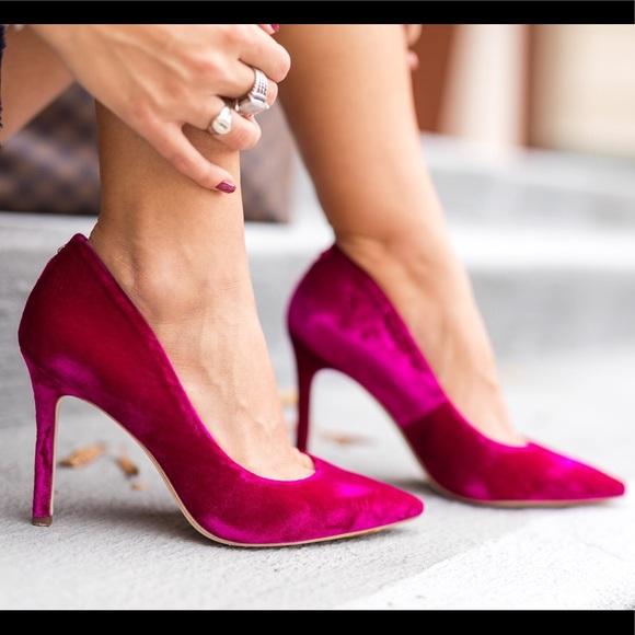 308e30ea5 Sam Edelman Neon Pink Velvet Hazel Heel. M 5b33e7a82beb7916b711586c